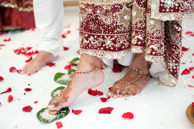 HINDU-AND-ENGLISH-WEDDING-AT-Quendon-Hall-0011